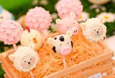 Vacas, cerditos, ovejas y pollitos serán los protagonistas del cumpleaños de tu pequeñín. Comida,...