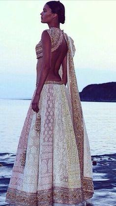 #abujanisandeepkhosla #bridalcouture #southasianbride #lengha #bridalinspiration #beautiful