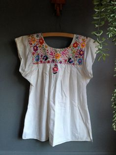 f0435e3d237 Vintage Hand Embroidered Mexican Floral XSmall by MeGustaVintage, $15.00  Mexican Blouse, Mexican Dresses,