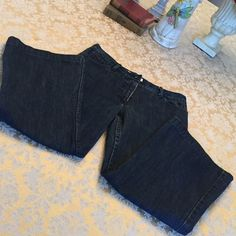 """Reduced 💗 Great condition Habitual jean capris Great condition, lightly worn 23"""" inseam jean capris! Note good condition on hems but some light wear in zipper area. (Will provide closet pics upon request!). Super cute on! Super sad they no longer fit me but know someone will ADORE these! 🎀🎀 Habitual Jeans"""
