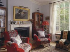 Farman-Farma's London home features chairs reminiscent of those in Muriel Brandolini's interiors and a boteh motif (paisley) covered rug Motif Paisley, English Cottage Interiors, English Country Style, English Decor, Fabric Lampshade, Antique Interior, Asian Design, English House, World Of Interiors