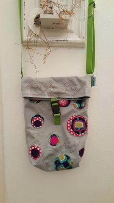 """Tasche aus Canvas mit knalligen Stoffresten appliziert.   Das Basismodell war mal die Kuriertasche """"Fridolin """""""