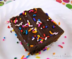 Treats & Trinkets: Fudge Frosted Brownies