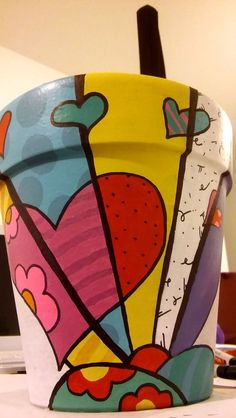 Resultado de imagen para obras de romero britto imagens para colorir Painted Clay Pots, Painted Flower Pots, Hand Painted, Flower Pot Art, Flower Pot Crafts, Clay Pot Projects, Clay Pot Crafts, Pots D'argile, Cement Pots