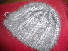 Bonnet en 100% angora gris naturel filé et tricoté main : Chapeau, bonnet par angauvergne-laine-angora