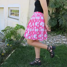 Vintage from the 90's: Pleated , high waisted geometric pattern skirt, perfect look with a blouse! Pink and white, pin-up , rockability , disco , elastic waist, midi, summer , flowy , Pattern Skirt, Circle Pattern, Pleated Skirt, High Waisted Skirt, Geometric Circle, Vintage Skirt, Rock Style, Elastic Waist, Pin Up