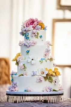 Hello, Spring! This cake looks like it's straight out of a fairytale wedding! {Ana Parzych Cakes}