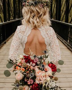 All brides think of having the most suitable wedding ceremony, however for this they need the perfect wedding gown, with the bridesmaid's dresses enhancing the brides dress. Here are a variety of suggestions on wedding dresses. Backless Wedding, Wedding Gowns, Wedding Ceremony, 2017 Wedding, Civil Wedding, Boho Wedding Bouquet, Bridal Bouquet Fall, Wedding Speeches, Wedding Week