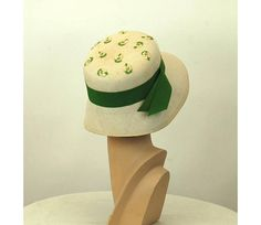 1960s hat cloche hat straw hat with embroidered flowers Desi