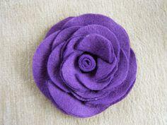 Flor de feltro feita com círculos colados | Revista Artesanato