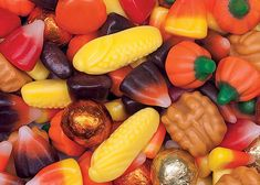 Jelly Belly Harvest Selection Mix filled with Assorted Autumn color candies such as foil-wrapped milk chocolate balls and mellocreme candies with flavors like l