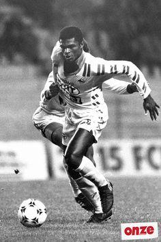 Marcel Desailly né le 7 septembre 1968 à Accra au Ghana, est un ancien footballeur français. Il évoluait aux postes de défenseur central et de milieu défensif.  Il a joué au FC Nantes, Olympique de Marseille, Milan AC, Chelsea et au Qatar.