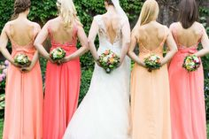 Während der Hochzeitsommer im vollen Gange ist, flattert bei uns eine Hochzeit so schön wie die andere ins Haus und diese von Christina und Jakob ist davon nicht ausgenommen und wird euch zum Verlieben entzücken. Koralle, Pink, Pfirsich und Rosa ist das trendige Farbthema dieser sommerverliebten Hochzeit, auf die sich das Brautpaar 18 Monate lang …