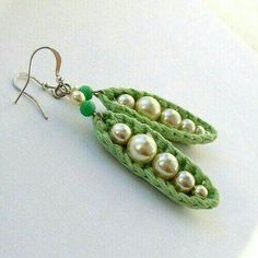 Strickschmuck Strickschmuck Learn the fact (generic term) of how to crocheting, at the very first. Crochet Earrings Pattern, Crochet Jewelry Patterns, Crochet Accessories, Bead Crochet, Crochet Necklace, Beading Patterns, Crochet Jewellery, Doll Patterns, Crochet Crafts