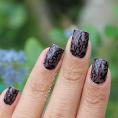 Black and gray lace nails art design. A perfect nail art design when you want to be subtle but at the same time look absolutely elegant.