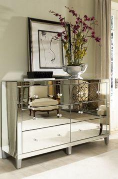 Зеркальная мебель: роскошная классика