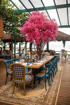 Casamento no praia merece uma decor fresh e com cor. Inspire-se na Larissa & no Renan Outdoor Furniture Sets, Outdoor Decor, Wedding, Home Decor, Wedding On The Beach, Rio De Janeiro, Weddings, Parties, Engagement