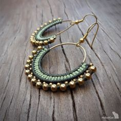 Handcrafted macrame earrings made with polyester threads, brass circle element - 30 mm, brass beads and earhooks. Diy Macrame Earrings, Macrame Bracelet Tutorial, Macrame Jewelry, Bead Earrings, Macrame Bag, Macrame Knots, Crochet Earrings Pattern, Chevron Friendship Bracelets, Micro Macramé