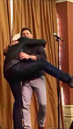 """""""NO CONVENTION CAN COMPETE WITHOUT JARED'S SPECIAL HUG TO JENSEN"""" Jensen Ackles & Jared Padalecki at Houston Con 2015"""
