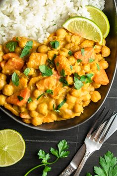 Pikantne curry z dynią i ciecierzycą składników) - Wilkuchnia Veg Recipes, Vegetarian Recipes, Dinner Recipes, Cooking Recipes, Healthy Recipes, Good Food, Yummy Food, Big Meals, Food To Make