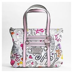Cheap Coach HandBags Outlet wholesale . 3 ITEMS TOTAL $109 ONLY. #CoachFromAbove  #CoachNewYorkStories  #Coach  #NYFW  #ChatWithCoach #WhatsInYourBorough #BestSeller