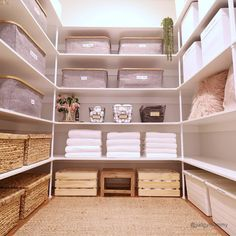 Wardrobe Organisation, Linen Closet Organization, Home Organization Hacks, Airing Cupboard Organisation, Organising Tips, Bathroom Organization, Organizing Ideas, Linen Cupboard, Cupboard Storage