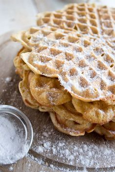 Almond Butter Coconut Flour Waffles Low Carb Waffles, Low Carb Bread, Pancakes And Waffles, Breakfast Waffles, Coconut Flour Waffles, Coconut Flour Recipes, Healthy Eating Recipes, Low Carb Recipes, Cooking Recipes