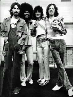 George Harrison, Billy Preston, Ron Woods and Mick Jagger. ☚