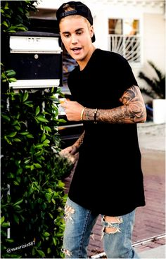 Want to see Justin Bieber perform live on his Purpose Tour? Join the Justin Bieber Fan Group and Waiting Lists to attend the concert on November Beautiful Brown Eyes, Gorgeous Body, Justin Bieber Wallpaper, I Love Justin Bieber, What Do You Mean, Old Singers, My Man, Future Husband, Style Guides