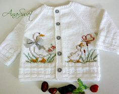 Knitting pattern baby cardigan with Crochet , Knitting pattern baby cardigan with Knit baby pattern.Pattern baby cardigan with örgü. Knitted Baby Cardigan, Baby Pullover, Summer Cardigan, White Cardigan, Cardigan Pattern, Pattern Baby, Baby Knitting Patterns, Hand Knitting, Crochet Pattern