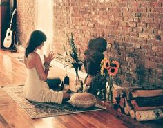 What is a sacred space, what are the benefits and how do you create your own? Here& everything you need to know to create your zen sacred space! Meditation Room Decor, Meditation Corner, Meditation Space, Daily Meditation, Meditation Buddhism, Yoga Decor, Walking Meditation, Interior Natural, Paz Interior