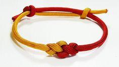 Paracord Bracelet: Two Color Eternity Knot Frindship Bracelet With Adjustable Sliding Knot Closure – makrome – Magazine Jewelry Knots, Bracelet Knots, Bracelet Crafts, Paracord Bracelets, Knotted Bracelet, Survival Bracelets, Paracord Tutorial, Bracelet Tutorial, Friendship Knot