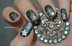 Metallic night nails