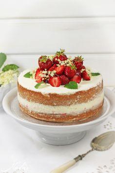 Erdbeer-Holunderblüten Torte // Strawberry-Elderflower Cake