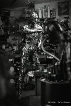 N°UMAN sculpture artiste numan sculptor human metal