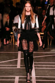Sfilata Givenchy Parigi -  Collezioni Primavera Estate 2015 - Vogue
