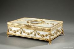 Charles X jewels box in mother-of-pearl with miniature on top lid
