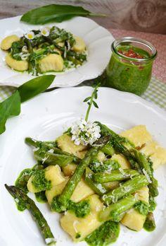 Schnelle Frühlingsküche! Ricotta-Gnocchi mit grünem Spargel und Bärlauch-Pesto
