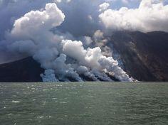 Stromboli, l'eruzione diventa spaventosa: collassa la terrazza craterica, enorme flusso di lava [FOTO e VIDEO]