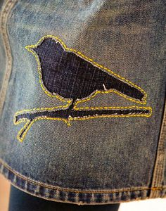 REVERSE APPLIQUE JEANS- Got a stain? Want to add something interesting to your jeans? Simple outline stitch by machine or hand, over a patch, cut away . Textiles, Applique Tutorial, Reverse Applique, Make Do And Mend, Mode Jeans, Denim Ideas, Denim Crafts, Sewing Appliques, Recycled Denim