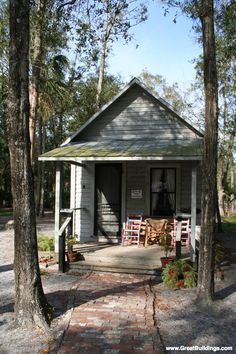 Shotgun House - possibly first American homes featuring a front porch