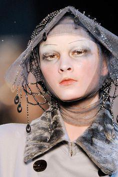 John Galliano Fall 2009 Ready-to-Wear Fashion Show Details Galliano Dior, John Galliano, B Fashion, Vintage Fashion, Runway Fashion, Christian Dior, Avant Garde Hair, Homemade Beauty Tips, Runway Makeup