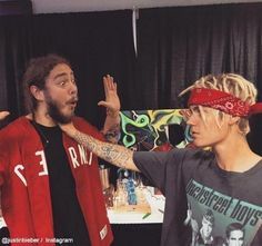 Justin Bieber Chokes Post Malone In New Pic After Nightclub Fight . Justin Bieber and Post Malone are back at it again with the 'rough housing.' This time, however, Justin has HIS hand on POST MALONE's throat. Post Malone Lyrics, Post Malone Quotes, Billie Eilish, Post Malone Wallpaper, Backstreet's Back, Fat Joe, Justin Bieber Wallpaper, Love Post, Justin Bieber Photoshoot