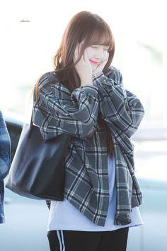 Gfriend-Yerin 181208 Incheon Airport to Jakarta Kpop Girl Groups, Korean Girl Groups, Kpop Girls, Cloud Dancer, G Friend, Girl Online, Incheon, Sweet Girls, Korean Singer