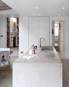 Isola cucina in cemento, stile maschile, moderno e lineare