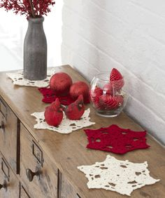 Big Snowflake Doilies, time to whip up some placemats then..... thanks for the share xox