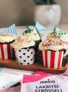 Brownie-kuppikakut by mmiisas resepti Blondie Brownies, Blondies, Food Inspiration, Cereal, Cupcakes, Breakfast, Morning Coffee, Cupcake Cakes, Breakfast Cereal