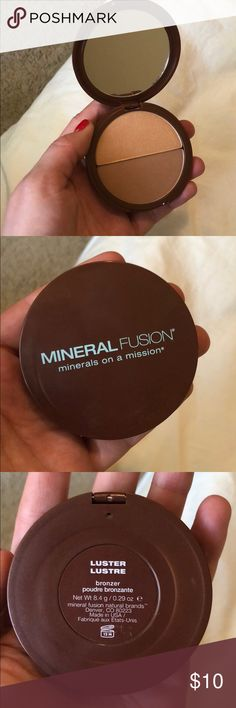 Mineral Fusion Bronzer & Highlighter Duo Mineral Fusion Bronzer & Highlighter Duo No box but never used - clear protective protector still in tact.  Color - Luster mineral fusion Makeup Bronzer