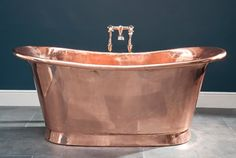 Catchpole & Rye manufactures these cast iron tubs in Kent, England, using the same methods and materials they have been using for the past 100 years. This is the Le Bain de Bateau model,