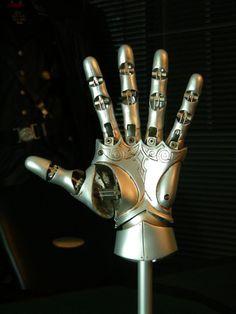 Hellboy - Kroenen mechanical hand - done! Character Aesthetic, Character Concept, Character Art, Character Design, Character Ideas, Steampunk Costume, Steampunk Diy, Steampunk Gadgets, Hellboy Kroenen